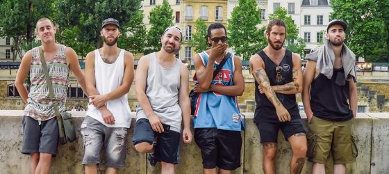Alaclair Ensemble tourne un clip en France dans un court de basket coloré