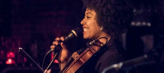 La rappeuse Kayiri reprend au violon deux populaires chansons hip-hop américaines