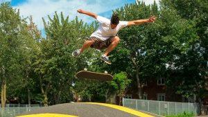 Les rappeurs québécois fanatiques de skateboard parlent de leur passion