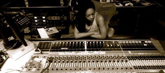 L'ex-Muzion Jenny Salgado signe la bande sonore d'une pièce de théâtre intitulée Accompagne-moi