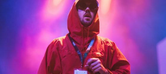 Jay Scøtt propose un premier extrait accrocheur et complètement emo de son EP à venir