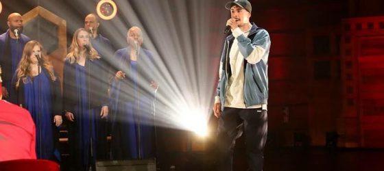 Koriass à Télé-Québec : le rappeur retémoigne son talent d'MC avec les choristes de l'émission Y a du monde a messe