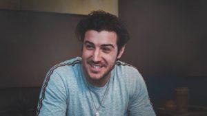 Adamo lance un clip et devient la Future star iHeartRadio sur les stations Rouge FM
