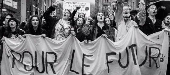 Des centaines d'étudiants en grève reprennent une chanson d'Alaclair Ensemble et c'est génial