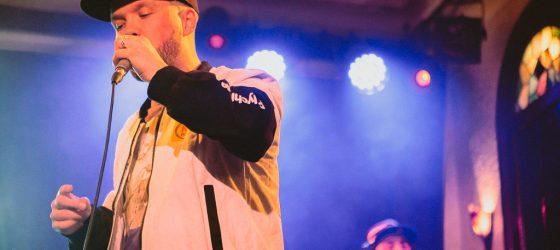 D-Track : un lancement familial où enfants et fans de rap se retrouvent au bar Le Quai des Brumes