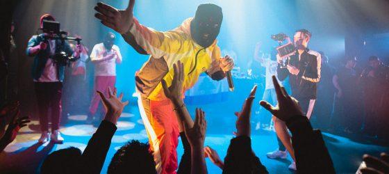 Les streets rappeurs queb ont donné au-dessus de 500$ aux fans pendant le concert de YH