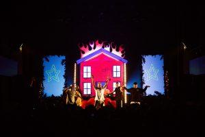 Photos : l'impressionnant visuel de FouKi va-t-il pousser le rap québécois à être plus créatif en spectacle?!