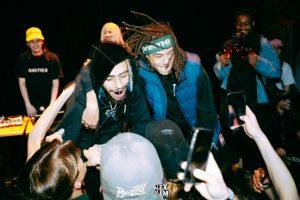 Toujours emprisonné, le rappeur Jeune Loup signe une première chanson en anglais avec Mike Shabb