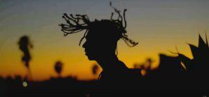 Mike Shabb propose «All Black», un nouveau clip à saveur californienne