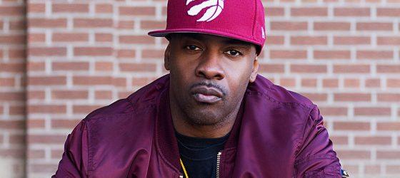 L'Hôtel de Ville invite le rappeur Maestro Fresh Wes à signer le livre d'or de Montréal