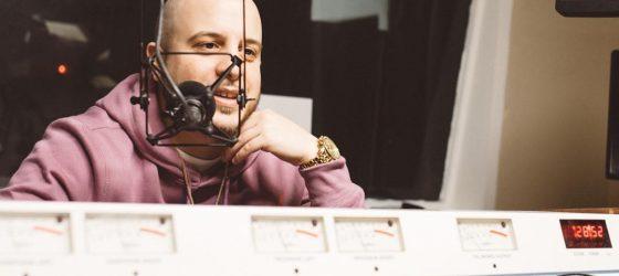 Avec l'homme qui enregistre le street-rap à Montréal