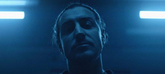 Adamo confirme concrètement son premier album solo avec un clip aux côtés de Farfadet