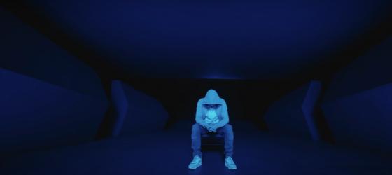 En France, Maes surpasse Eminem et aux États-Unis, Shady demeure premier