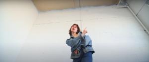 La rappeuse Marie-Gold se rappelle de bons souvenirs dans le nouveau vidéoclip Mémoire