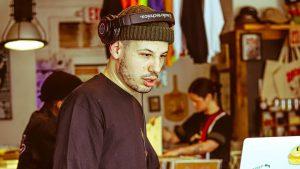 Le rappeur montréalais ELMNT pose sur la nouvelle mixtape de Benny the Butcher
