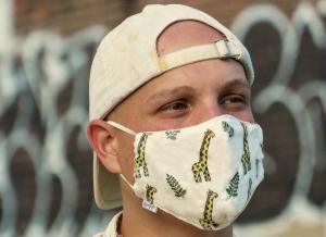 La marque québécoise CanEmpire dévoile un masque réutilisable à base de chanvre signé FouKi