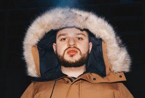 C'est Enima et Alaclair Ensemble qui ont eu le plus d'impact sur le rap québécois, affirme Rowjay au Pod'Casque