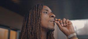 JuicemanSF rend hommage aux défunts dans son nouveau vidéoclip