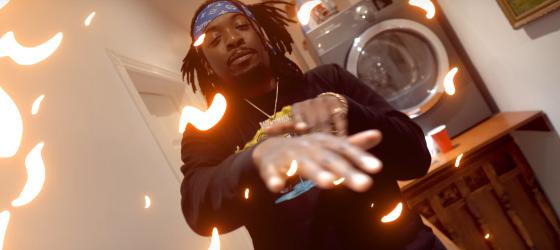 Da Trigg rassemble un équipe de feu dans le vidéoclip «Starting 5»