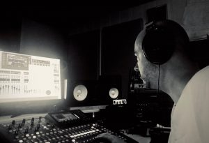 «Si le rap est malade, attends, j'y remédie», lance 2Faces avec Paranoize et Canox sur «Full patch»
