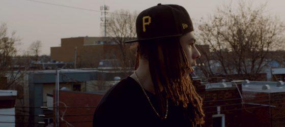 Mike Shabb passe du trap au rooftop dans le vidéoclip «unh yuh»