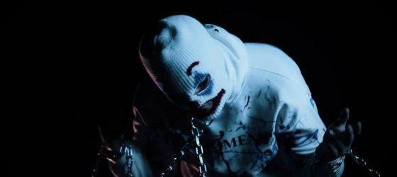 YH revient sur son enfance dans la vidéo «Trou noir»