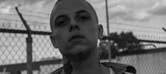 Le rappeur SeinsSucrer raffine son style sur l'album «Gin & Cassettes»