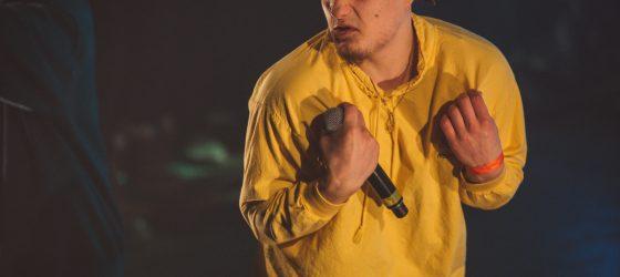 FouKi balance La Zayté, son EP d'été, accompagné d'un nouveau vidéoclip